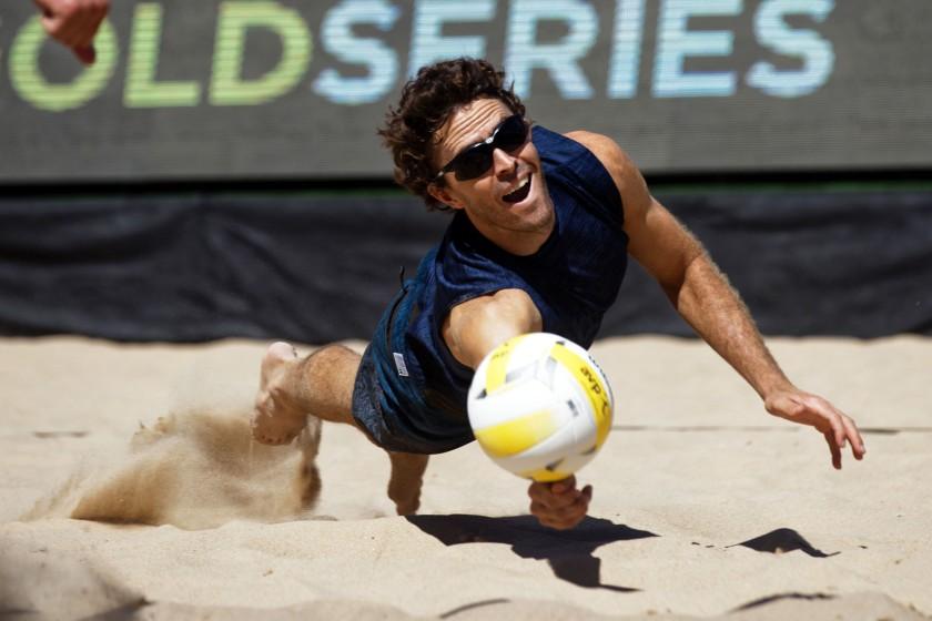 John Mayer digs a ball/Ed Chan, VBshots.com